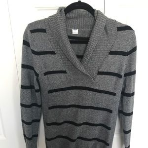 Grey Old Navy Maternity Sweater size M